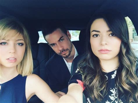 """There Was an Epic """"iCarly"""" Reunion at Nathan Kress' Wedding!"""